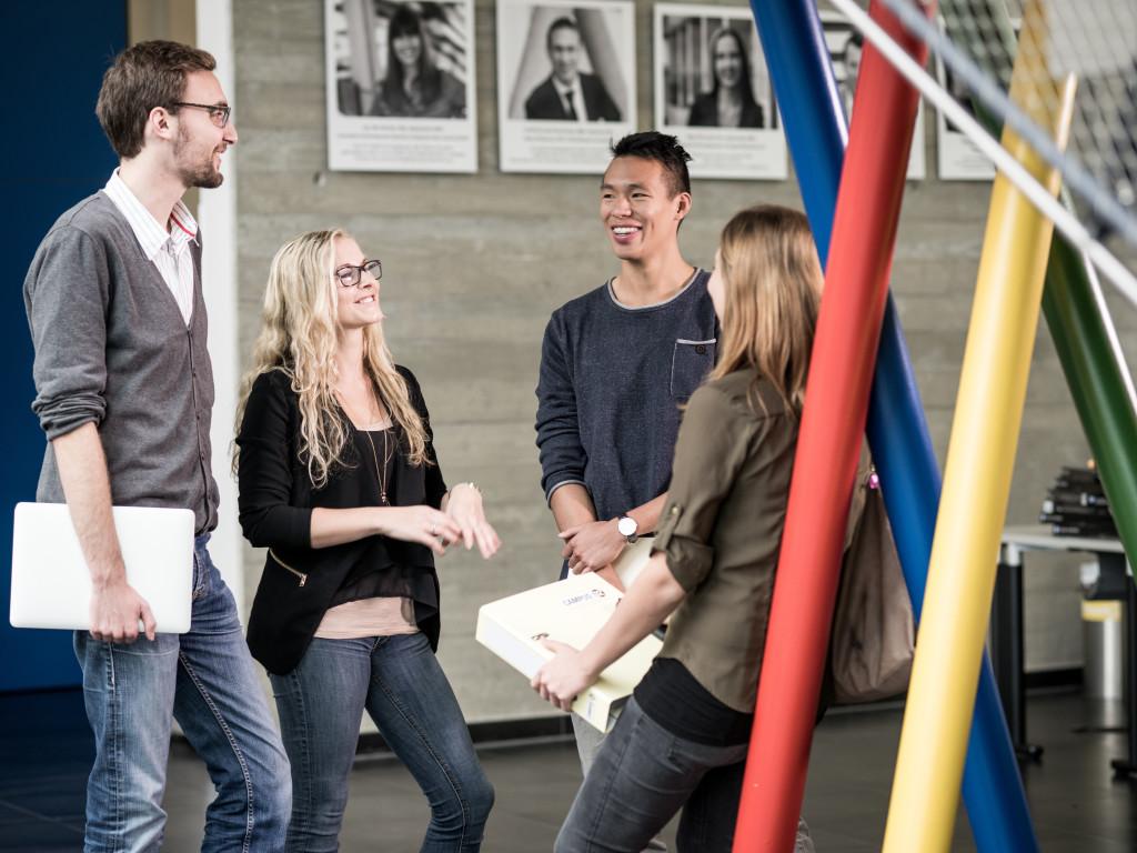 Studierende in der Aula