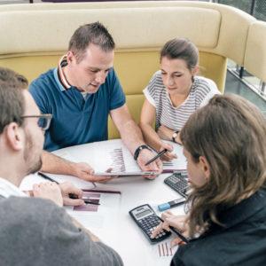 Vier Studierende lernen gemeinsam