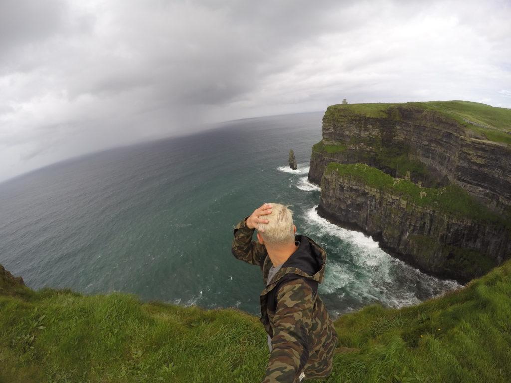 Windiges Wetter bei den Cliffs of Moher