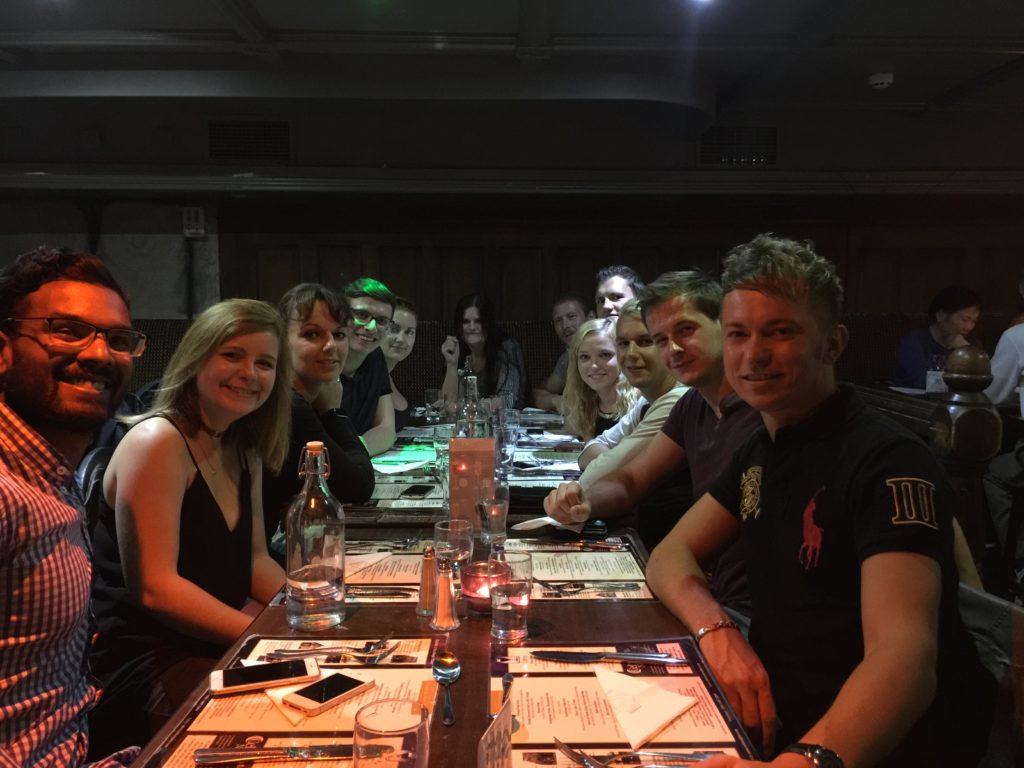 Gemeinsames Abendessen in Dublin