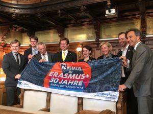 offizielle VertreterInnen mit ERASMUS-Transparent